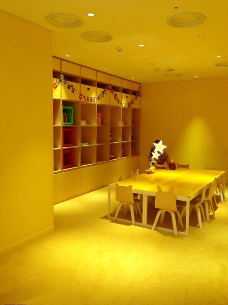 パラダイスシティ 黄色い部屋