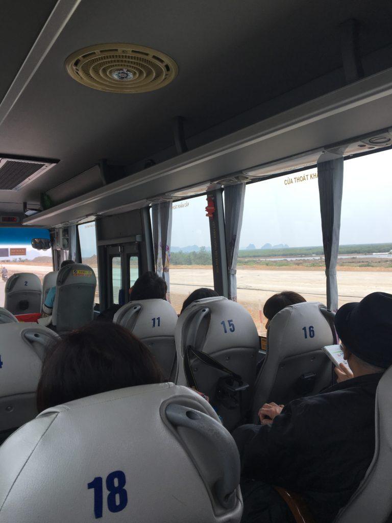 ベトナム 観光 ハロン湾 バス 移動