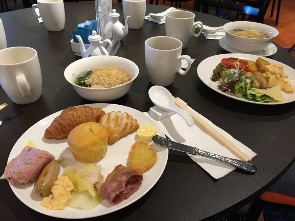 香港 クルーズ 2日目 朝食 ビュッフェ