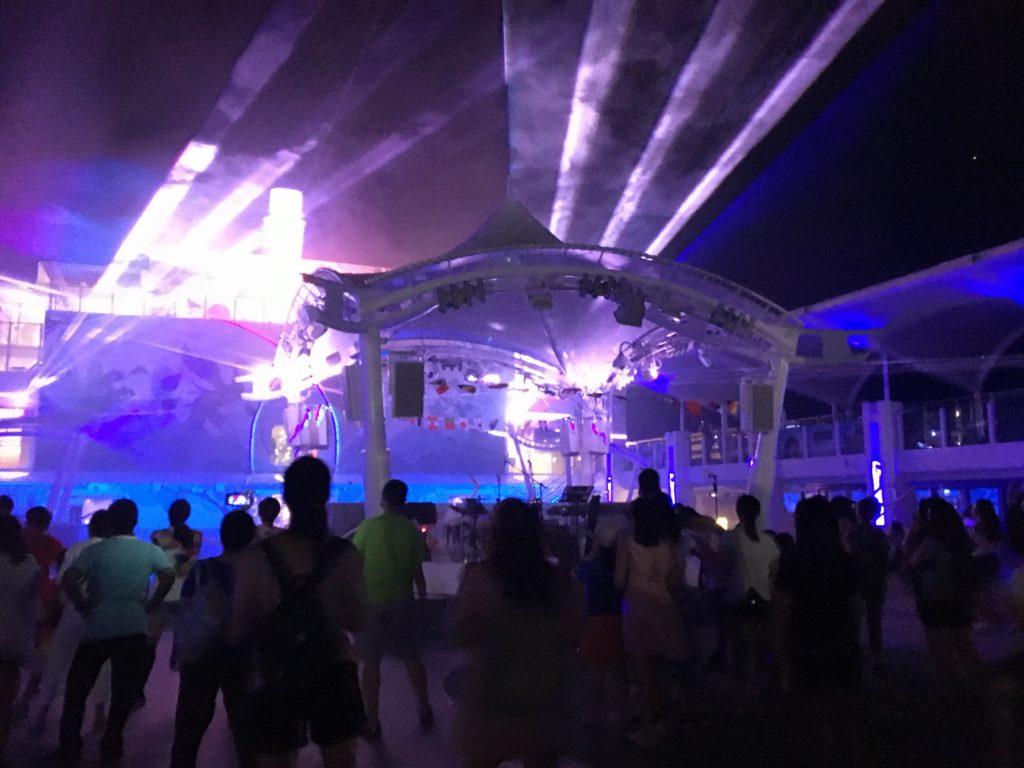 ホンコン クルーズ 夜 イベント レーザーショー