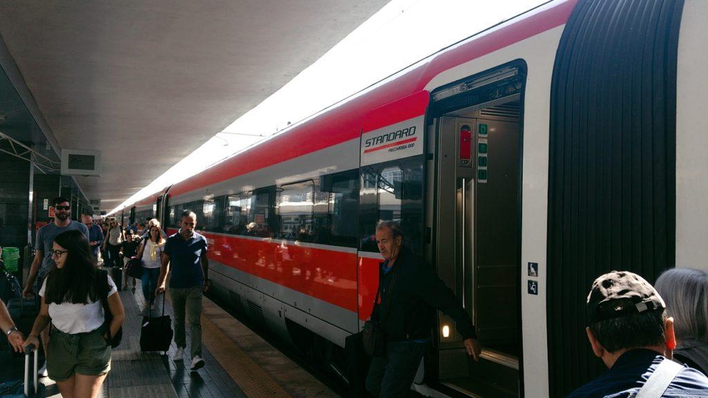 ナポリ トレニタリア社 列車 ナポリ中央駅