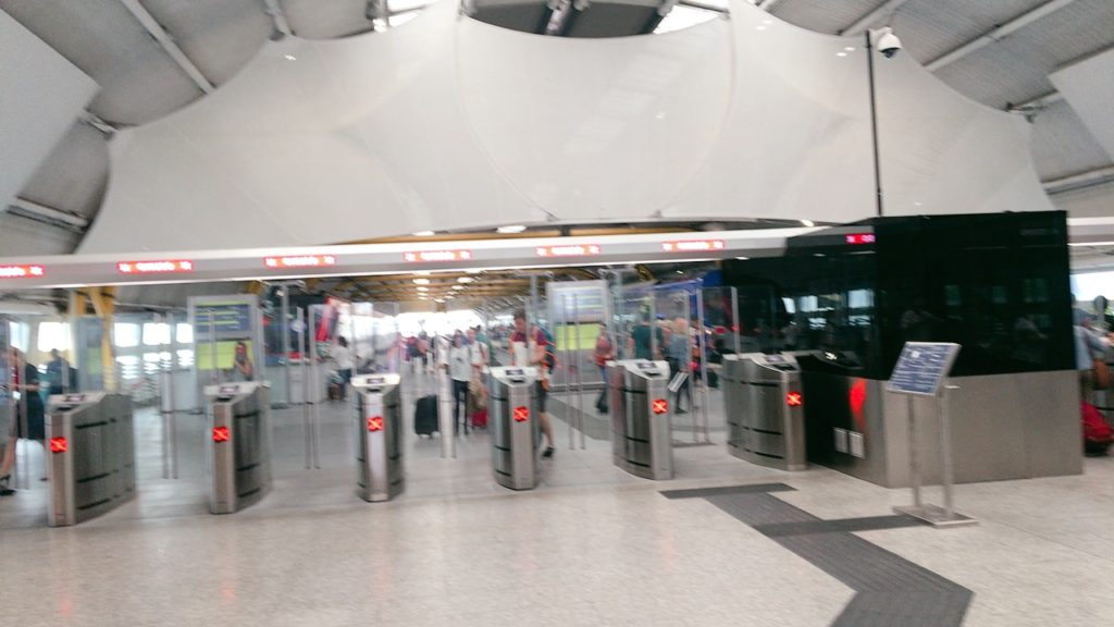 ローマ 空港 改札口