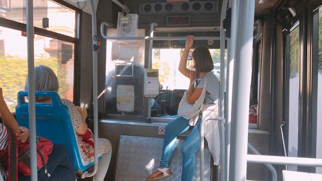 カプリ島 バス 車内