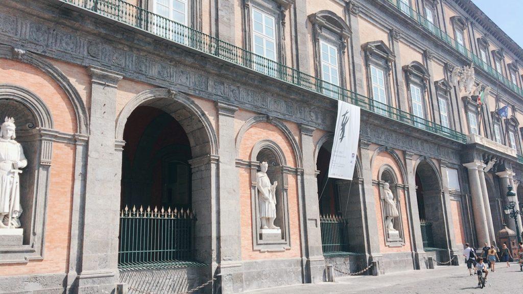 ナポリ 観光 ナポリ王宮