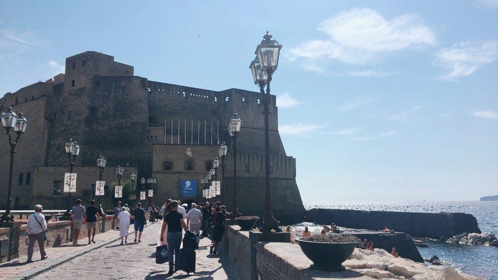 卵城 カステル デローヴォ Castel dell'Ovo