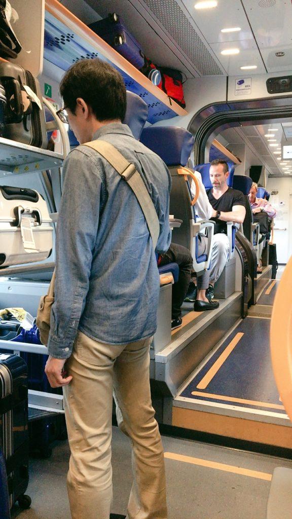列車 レオナルド エクスプレス