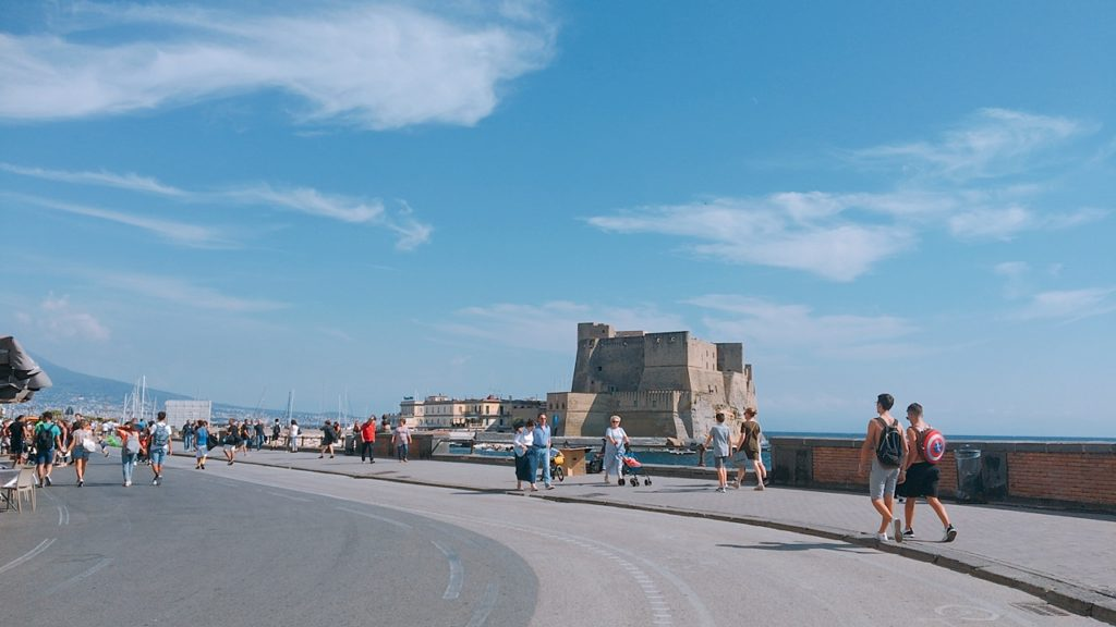 サンタルチア サンタルチア 卵城 カステル デローヴォ Castel dell'Ovo