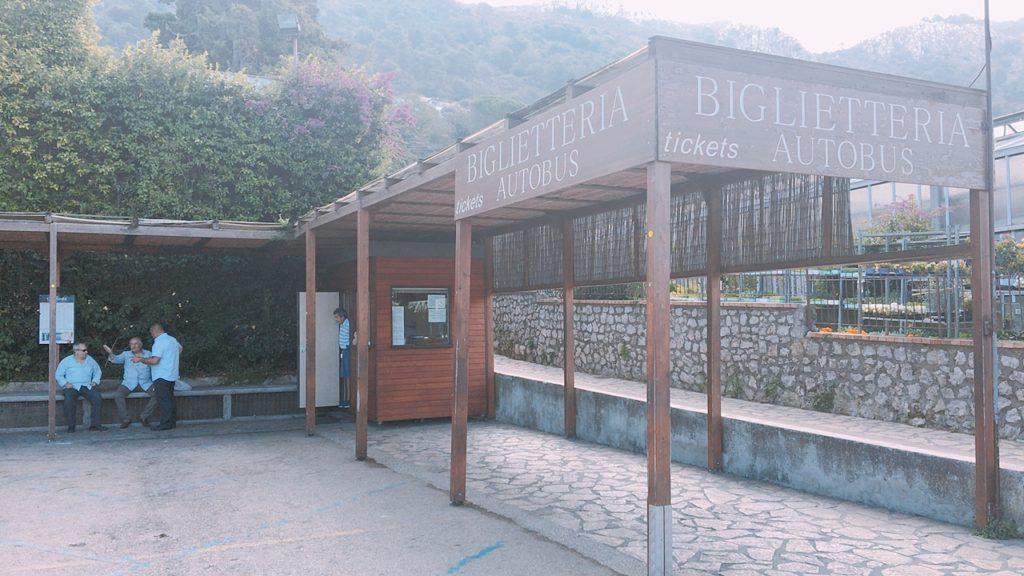アナカプリ 観光 バスターミナル
