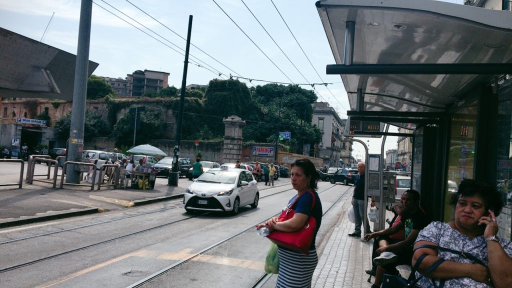 ナポリ トラム 駅