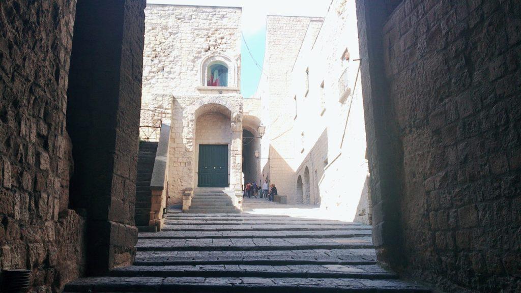 ナポリ観光 卵城