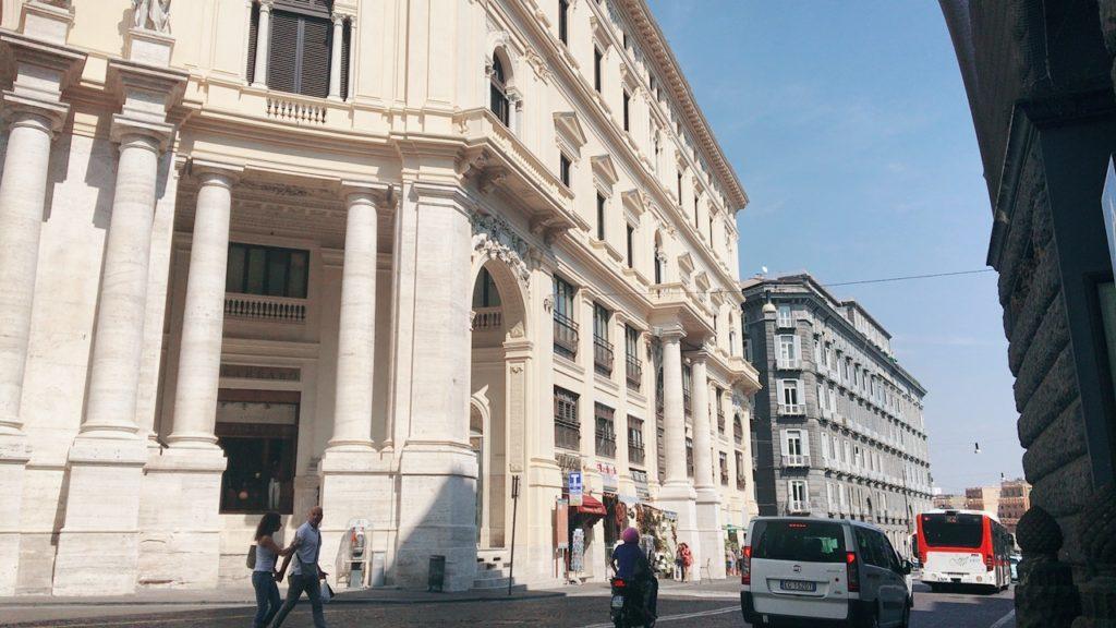 ナポリ 街並み 観光