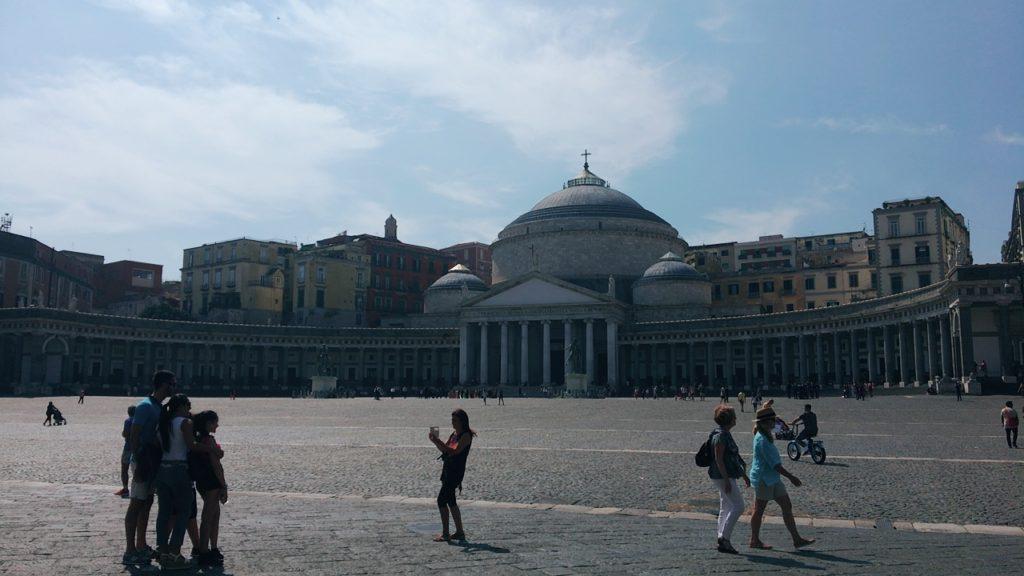 プレビシート広場 Piazza del Plebiscito ナポリ 観光