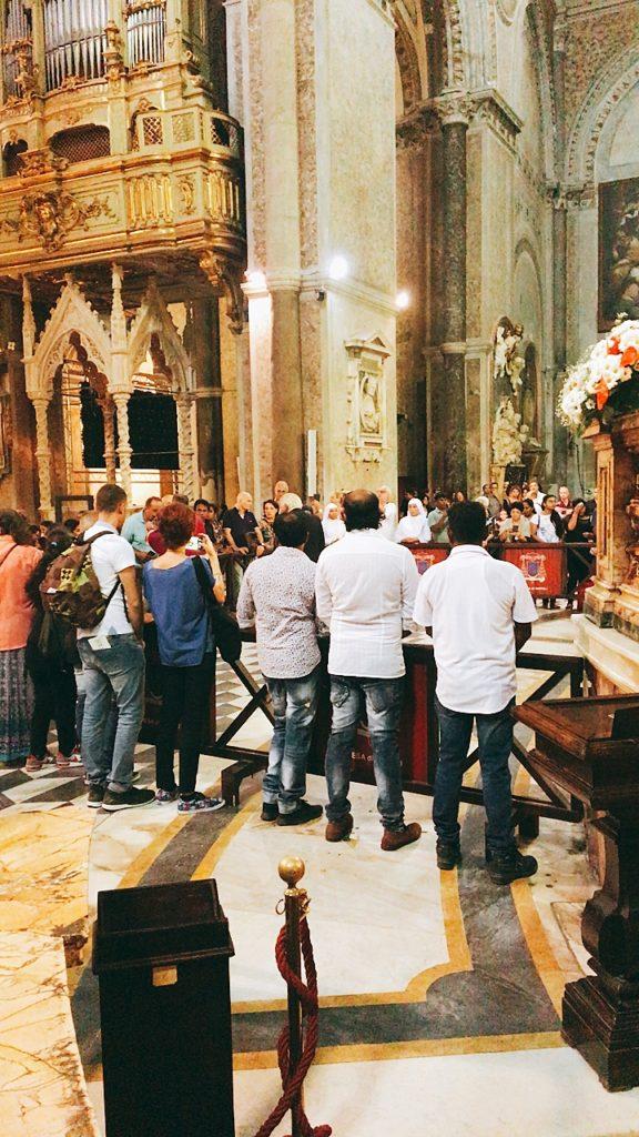 血の融解 ナポリ 教会