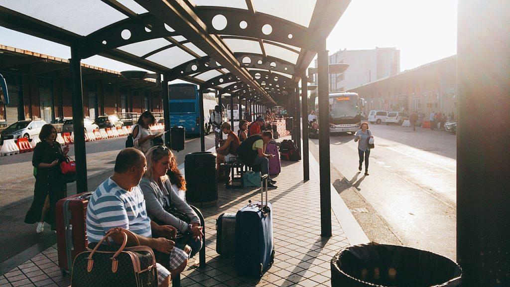 ナポリ バーリ 行き方 バス
