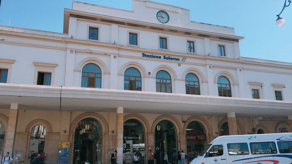 サレルノ駅 salerno 電車