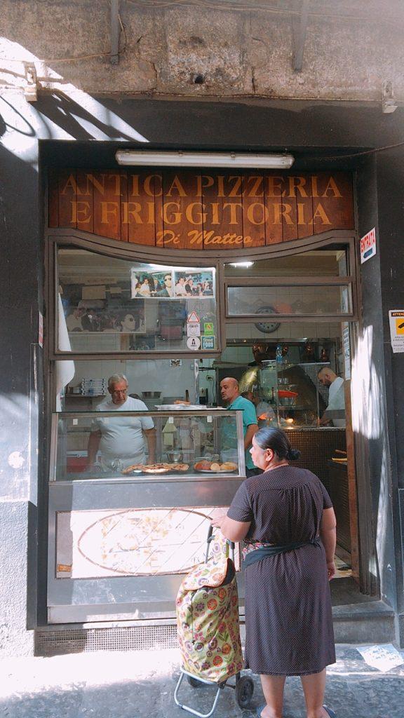 ナポリ 昼食 ランチ ピザ