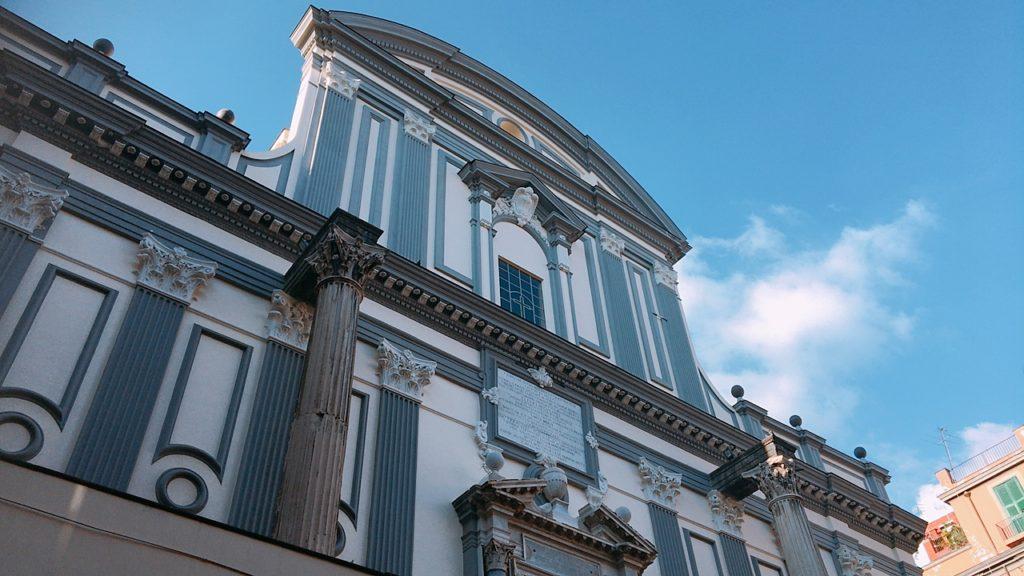 ナポリ 観光 イタリア