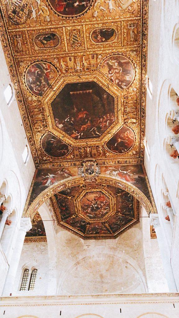 サン二コラ教会 天井 バーリ