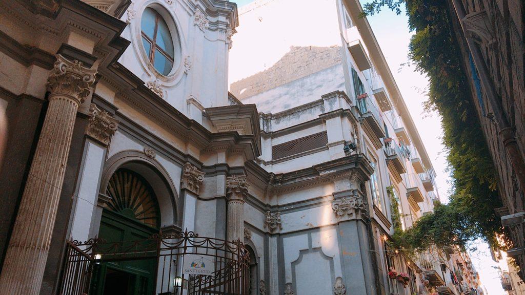 ナポリ 街並み 教会
