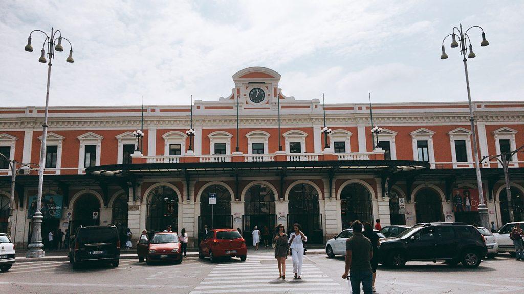 バーリ 駅 イタリア