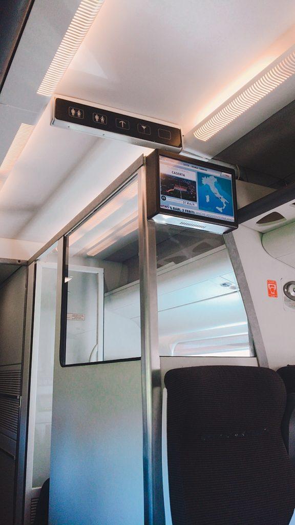 車内 電車 イタリア