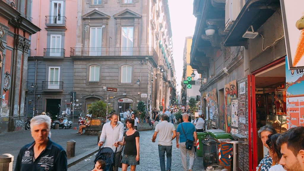 ナポリ 街並み 散歩