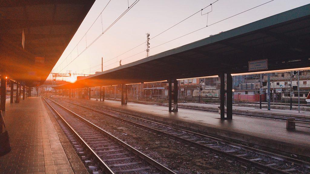 イタリア バーリ バーリ駅 電車