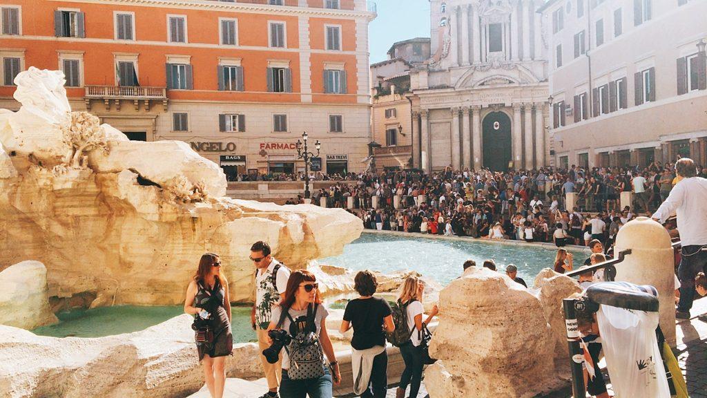 トレビの泉 ローマ 観光