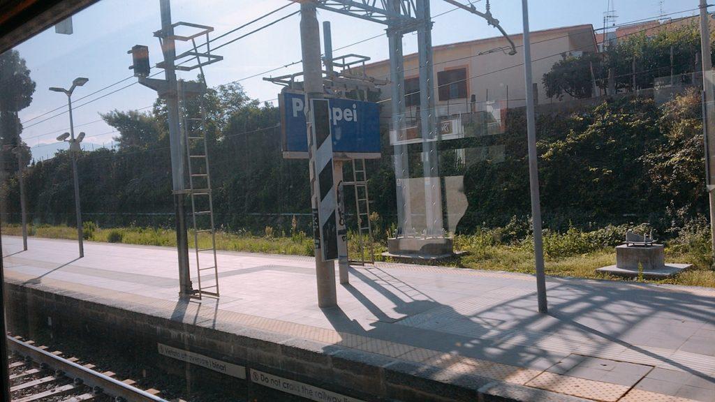 ナポリ 電車 ポンペイ