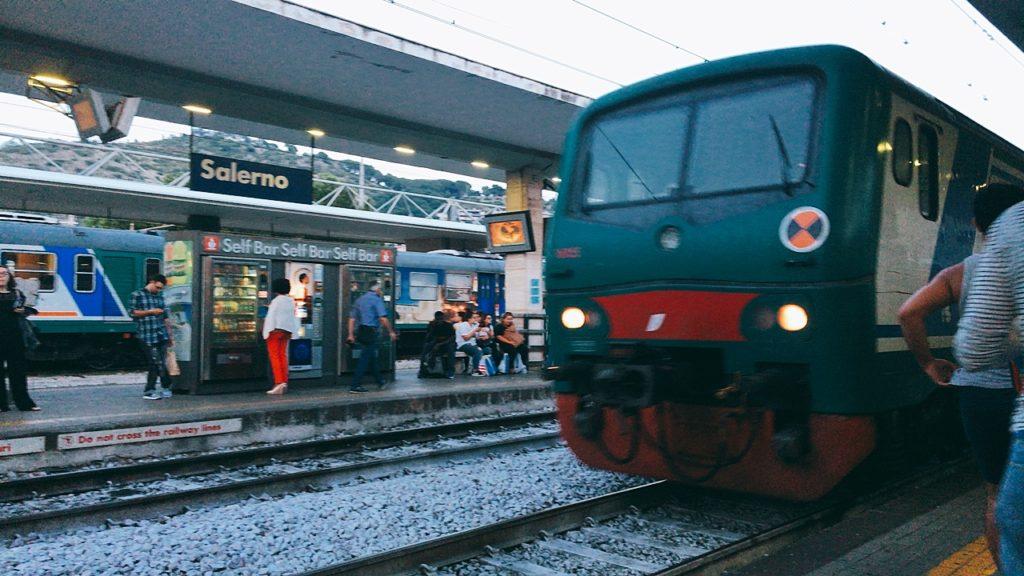 ナポリ サレルノ 電車