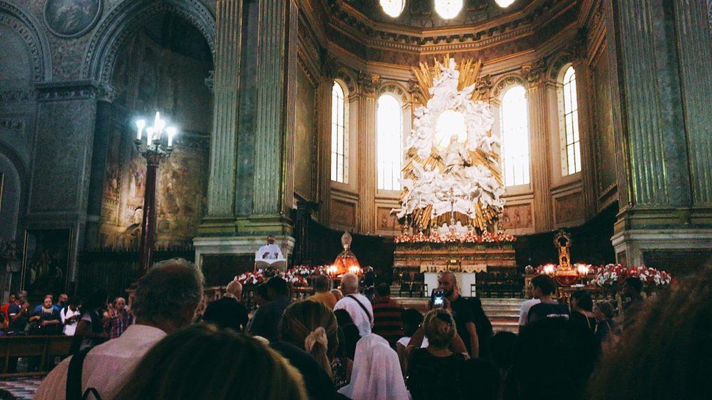 教会 並ぶ 祭り サン・ジェンナーロの日