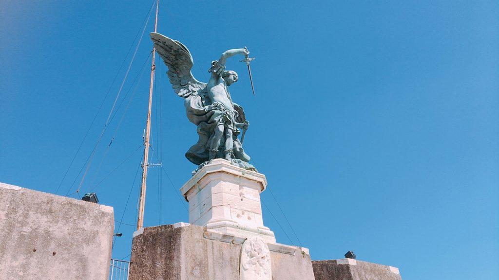 サンタンジェロ城 大天使 ミカエル 大きな像