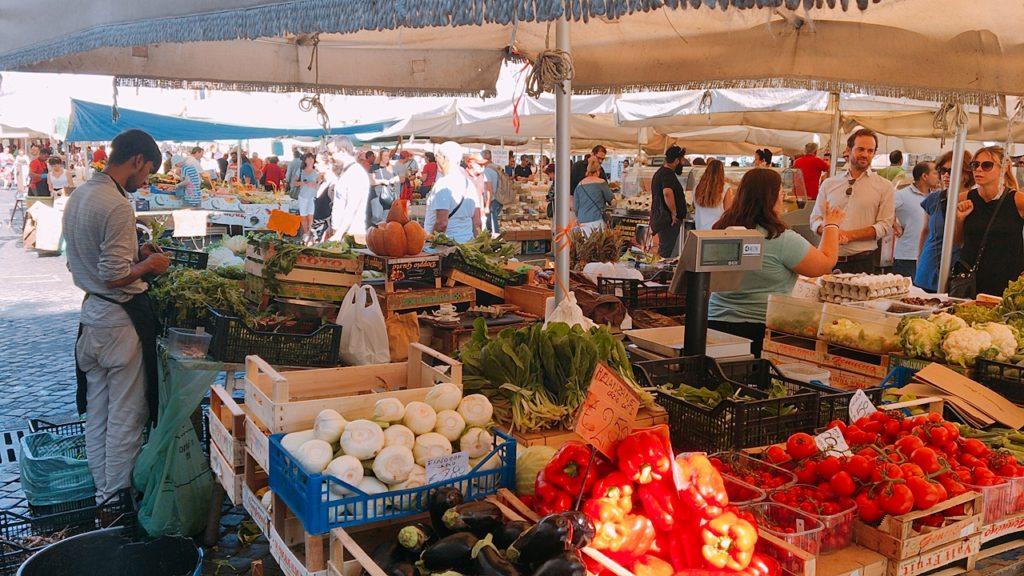 ローマ マルシェ 市場 青空市