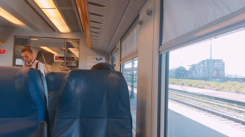 ナポリ 電車 サレルノ salerno