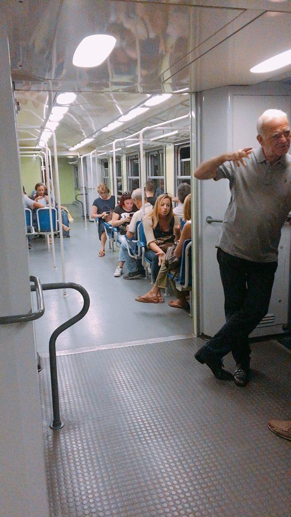 ナポリ 地下鉄 ガリバルディ