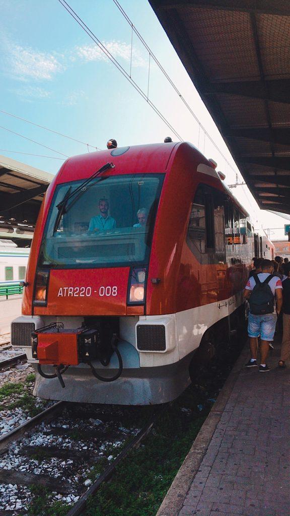 アルベロベッロ 電車 バーリ
