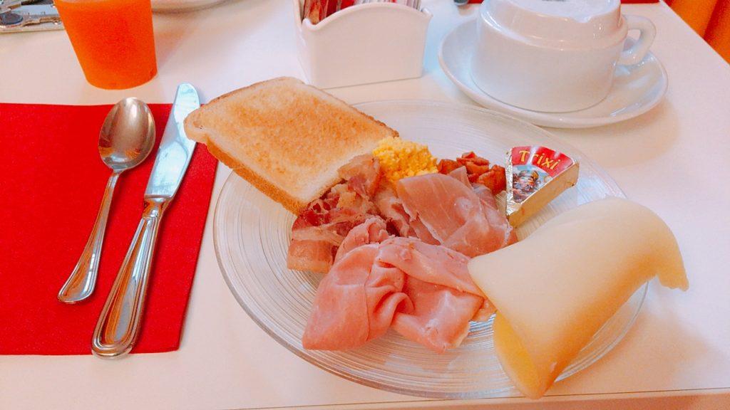 ナポリ ホステル 朝食