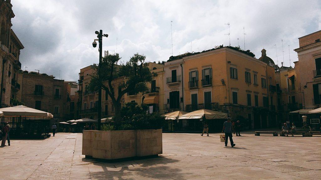 バーリ 広場 旧市街