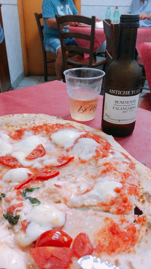 ナポリ 観光 レストラン ワイン