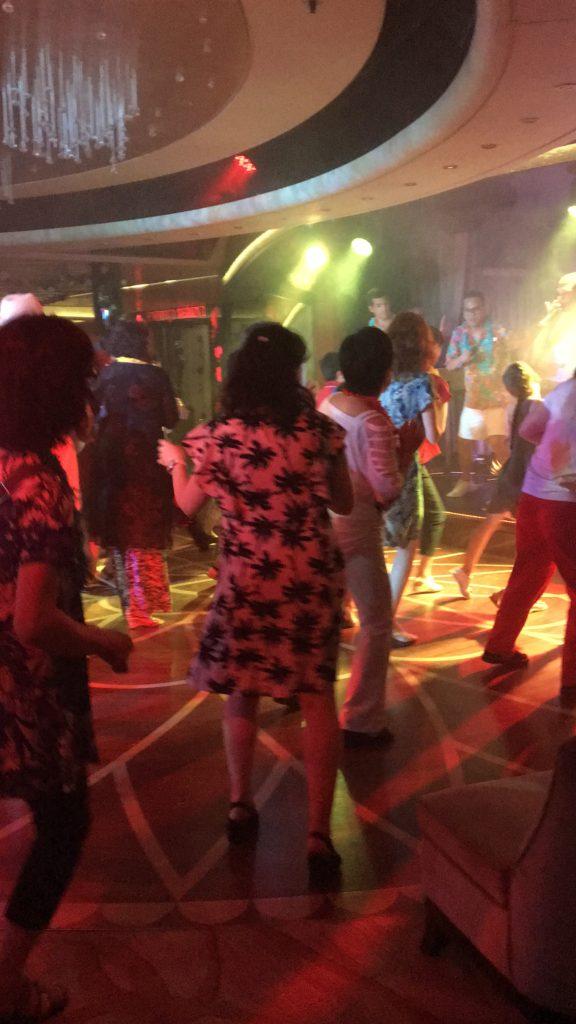 夜 イベント トロピカルナイト ドレスコード