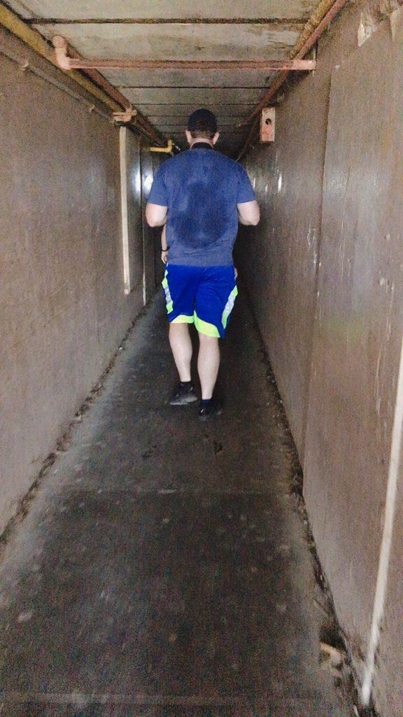 ダイヤモンドヘッド ハワイ 登山 トンネル