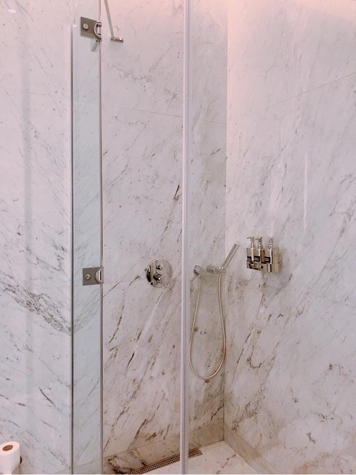 イスタンブール新空港 ラウンジ シャワー 綺麗 無料 タオル 貸出