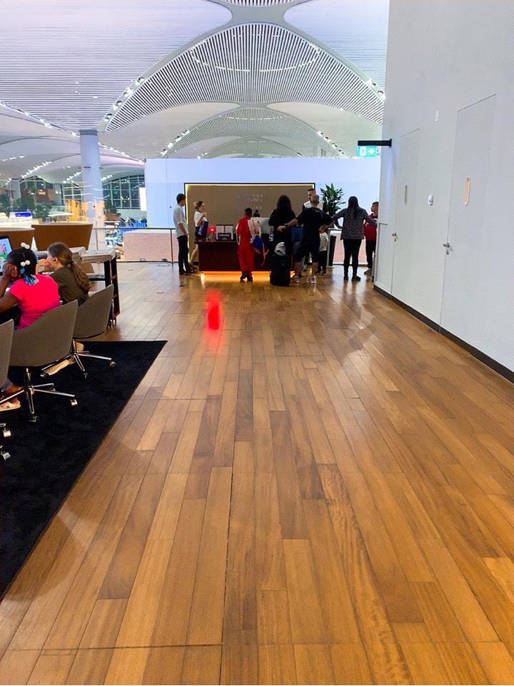 イスタンブール新空港 ラウンジ シャワー 受付