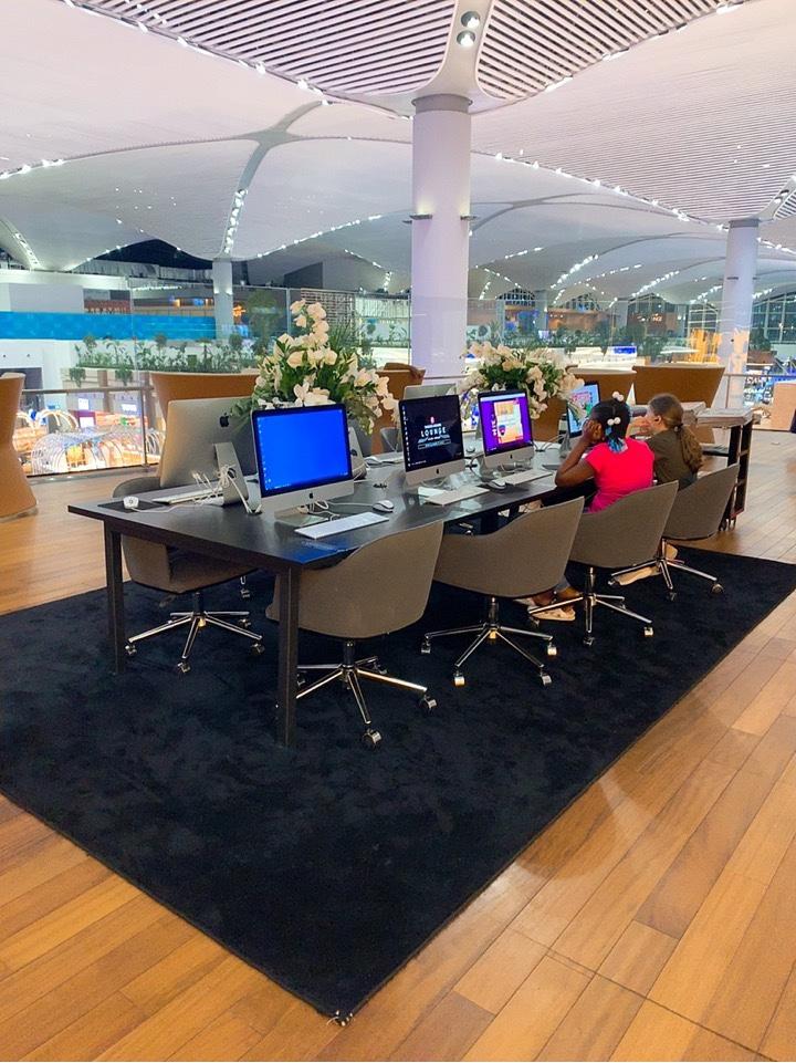 イスタンブール新空港 パソコン PC