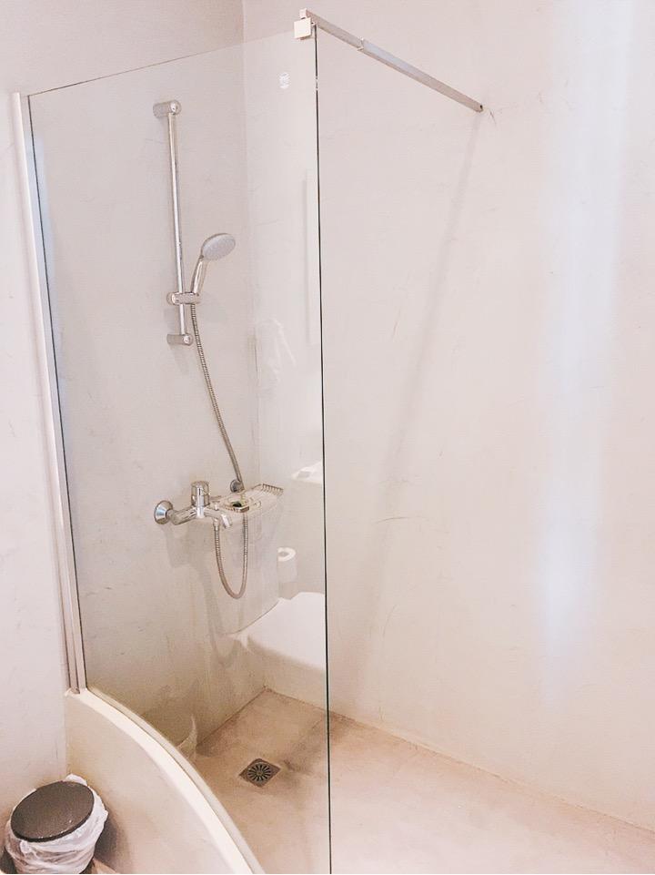 ギリシャ イア おすすめ ホテル AplaiDome シャワー