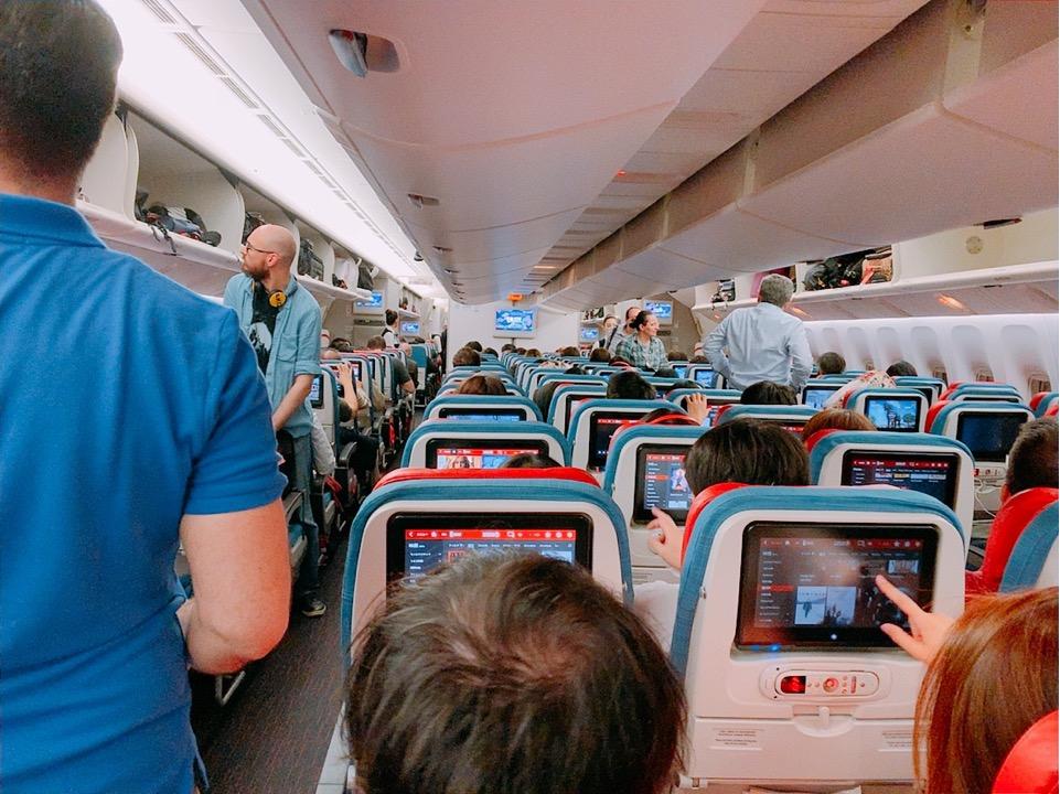 成田 イスタンブール 機内 満席 ターキッシュエアライン