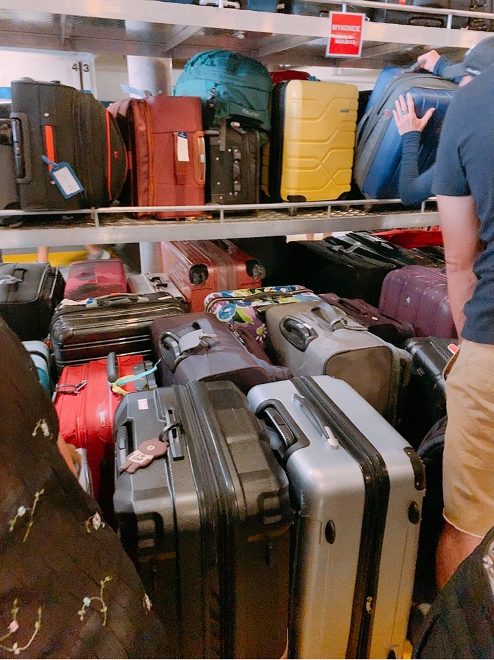 ミコノス サントリーニ フェリー SEAJETS 船内 倉庫 スーツケース