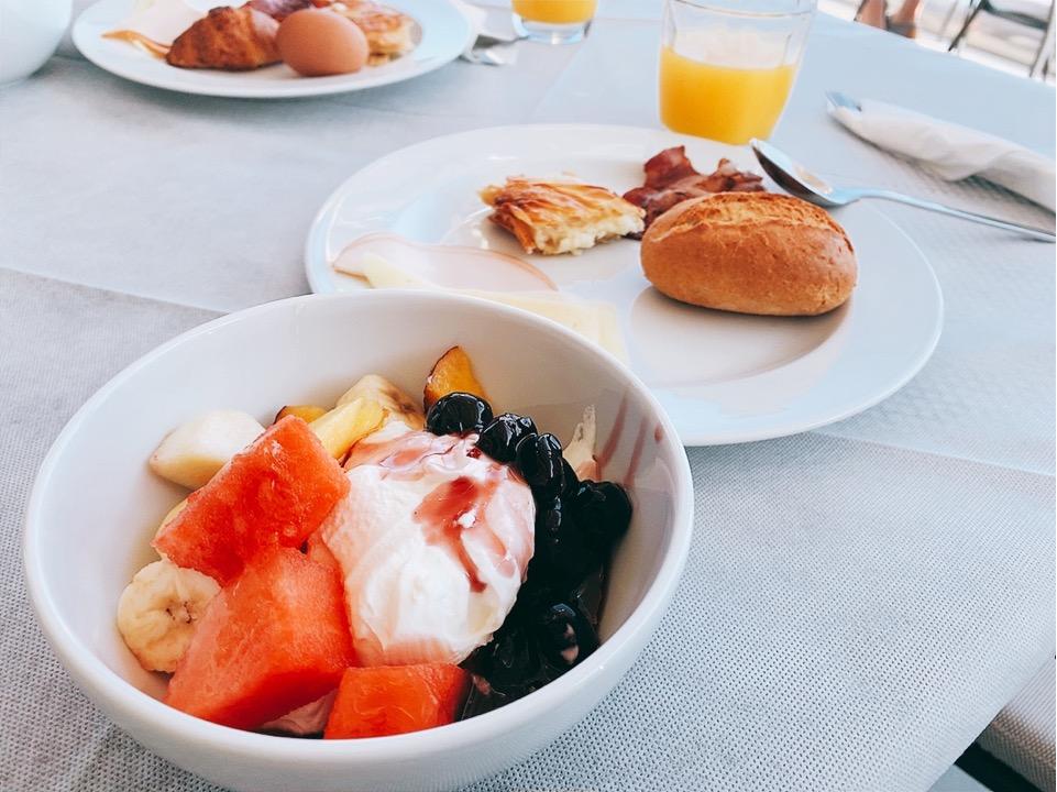 サントリー島 イア  朝食 おすすめ ホテル