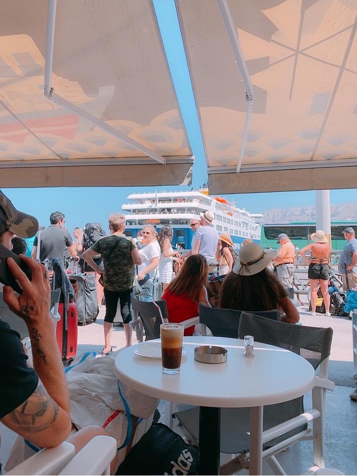 サントリーニ島 港 アディオス港 カフェ