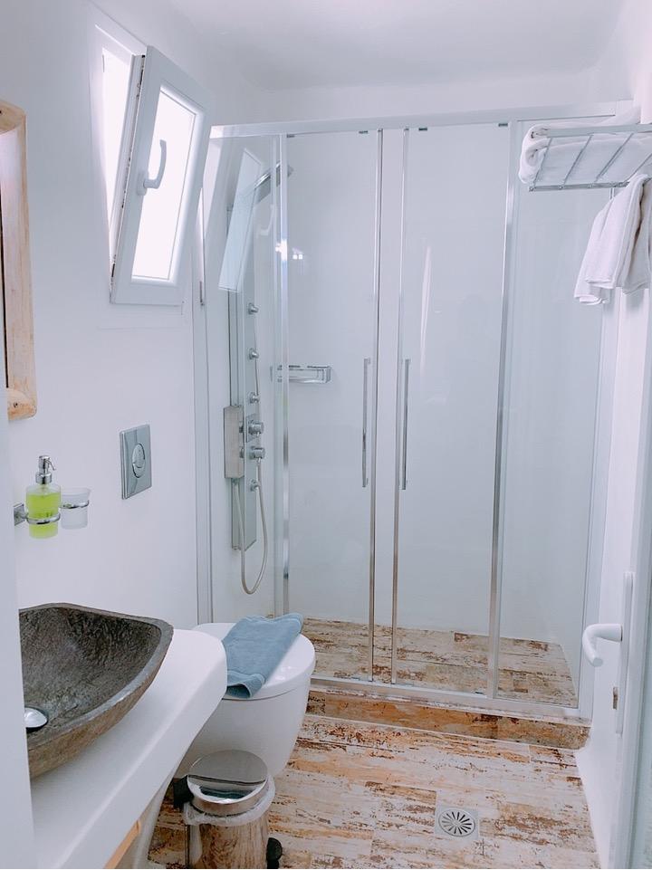 ミコノス島 ホテル おすすめ バスルーム